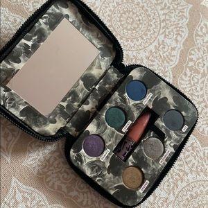 Urban Decay Eyeshadow Palette in Zipper Case